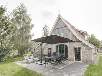 Photo for Extra luxury 4-person bungalow in the holiday park Landal Landgoed De Hellendoornse Berg - rural location