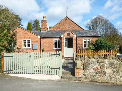 Photo for KITTS COTTAGE, pet friendly, with open fire in Malvern, Ref 942032