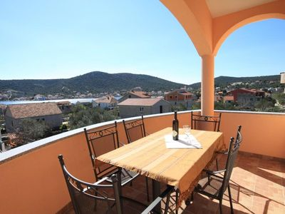 Photo for One bedroom apartment with terrace and sea view Vinišće (Trogir)