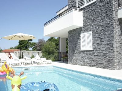 Photo for Modern house with two apartments, wifi, air conditioning, private pool and patio (roofed)