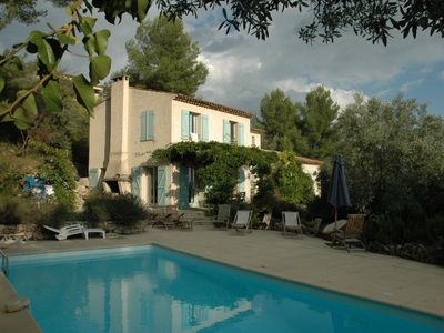 Photo for Peaceful villa with pool and magnificent views of the Provencal countryside