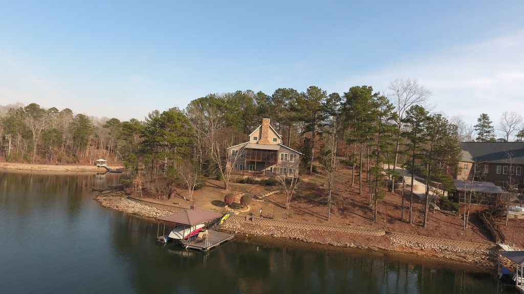 Cozy home in a convenient cove on lake wedowee wedowee for Wedowee lake level