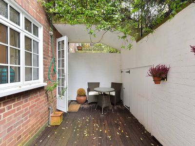 Photo for Peaceful 1 bed flat off Sloane Square with patio
