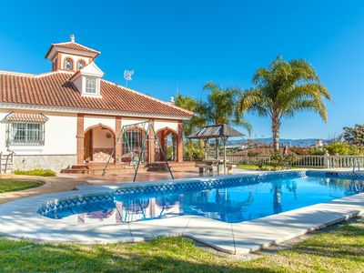 Photo for Cubo's Villa Catalina. Internet, air conditioning, pool, terrace.