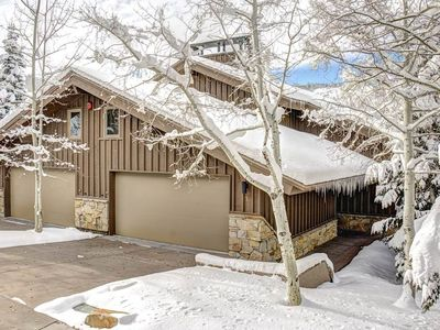 Photo for 4 bedroom ski-in/ski-out condo. Steps from shuttle! Quiet and Spacious!