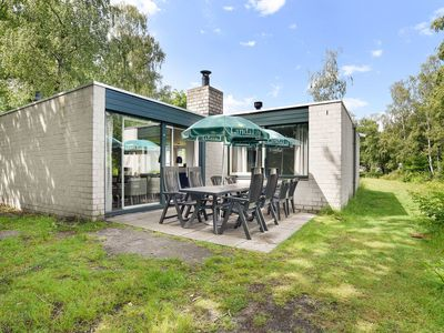 Photo for 8-person bungalow in the holiday park Landal Het Vennenbos - in the woods/woodland setting