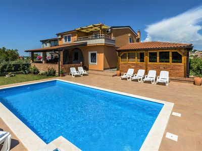 Photo for Apartment Complex Villa Visnjan with Pool / Apartment Visnjan III with Terrace in Front of the Pool