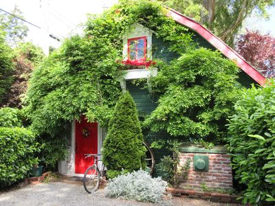 Photo for Charming garden cottage bursting with flowers.