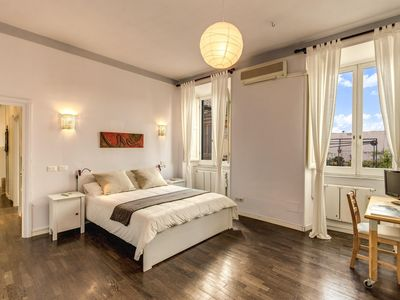 Photo for Spacious Colosseum View Suite apartment in Centro Storico with WiFi, air conditioning & lift.