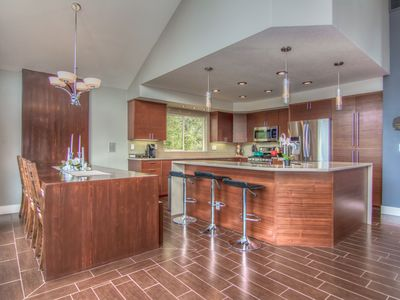 Photo for Bend Mountain Modern - 2000 SF w/spa, top deck, firepit, AC