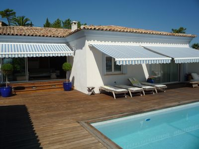 Photo for Beautiful, elegant villa, full of charm with pool by the sea
