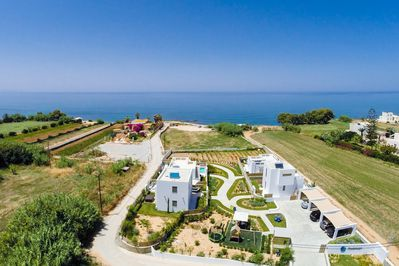 Four luxurious residences with private beach - Suitable for large groups