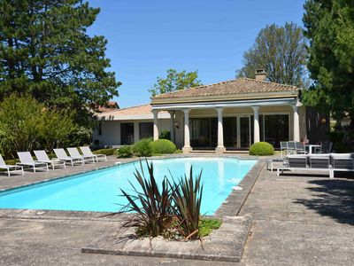 Photo for Charming villa with pool near Alpilles