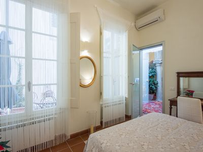 Photo for charming laura (3bedrooms): green apartment at the ground floor in the historic center.
