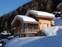 Wonderful, very complete chalet with spectacular view and charming atmosphere.