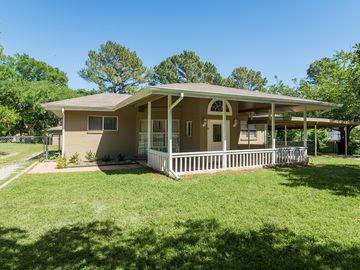 BEAUTIFUL Lake Texoma Rental With Free Guest House! Located On Peninsula  NICE!