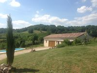 Gite set in a beautiful location, with swimming pool!