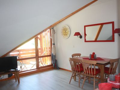 Photo for Charming 2-room apartment facing south on the top floor overlooking the slopes 4 beds + 1 baby