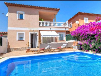 Photo for Villa with Private Pool, Barbecue, Fireplace, Parking, Wifi, near the Beach