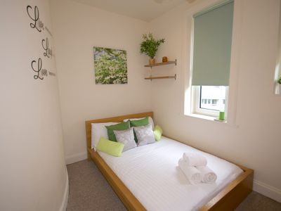 Photo for Lovely bright private double bedroom in Central Edinburgh