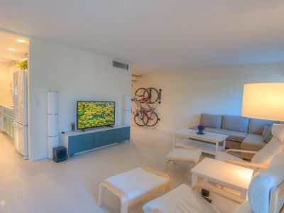 Photo for Northeast / Central Townhome on the Loop with 2 Bedrooms, 2.5 Baths