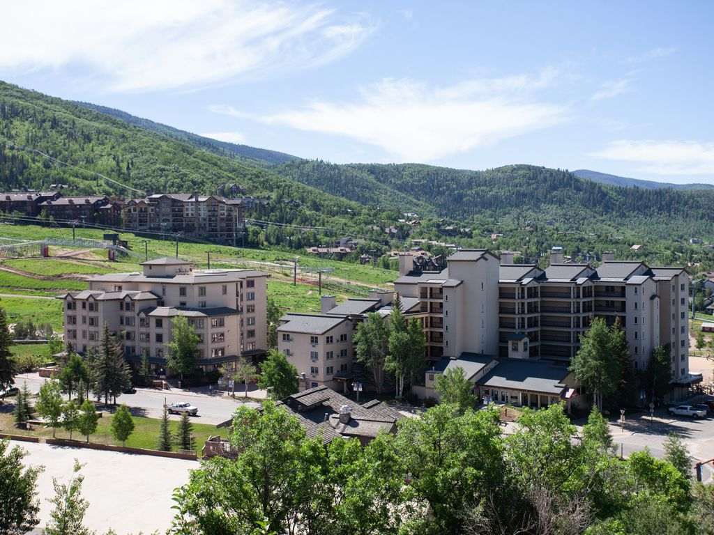 Fantastic Views-Ski-in/Out Home Next to Restaurants & Gondola w Pool/HTs/Shuttle