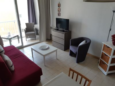 Photo for T2 (32m²) direct access to beach 100m, near shops, equipped BB