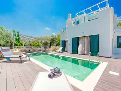 Photo for Modern, stylish villa with 3 bedrooms, private pool and air-conditioning