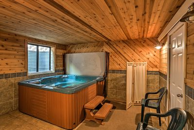 With access to a hot tub and other community amenities, this home is 5-star.