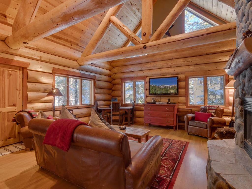 log cabin living room must see log home on the golf co vrbo 12797