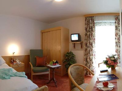 """Photo for Single room """"Standard"""" with shower / bath, WC Balcony - Winkler, spa and sports hotel"""