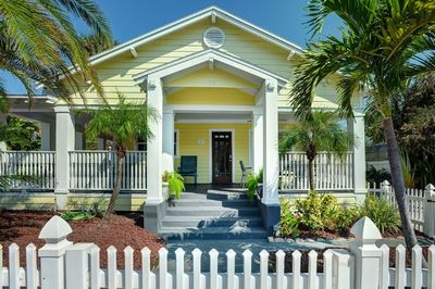Groovy Key West Style Home W Covered Porch Grill Beach Gear 30 Seconds To The Sand Clearwater Beach Beutiful Home Inspiration Ommitmahrainfo