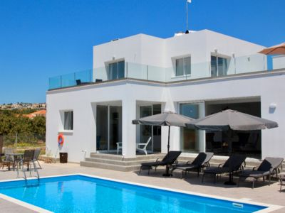 Photo for Large Pool + Rooftop Patio w Sea Views