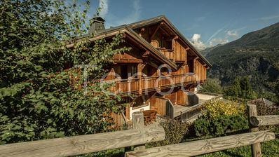 Photo for Loretto -  Lovely 4 bedroom demi-chalet - Ski in ski out