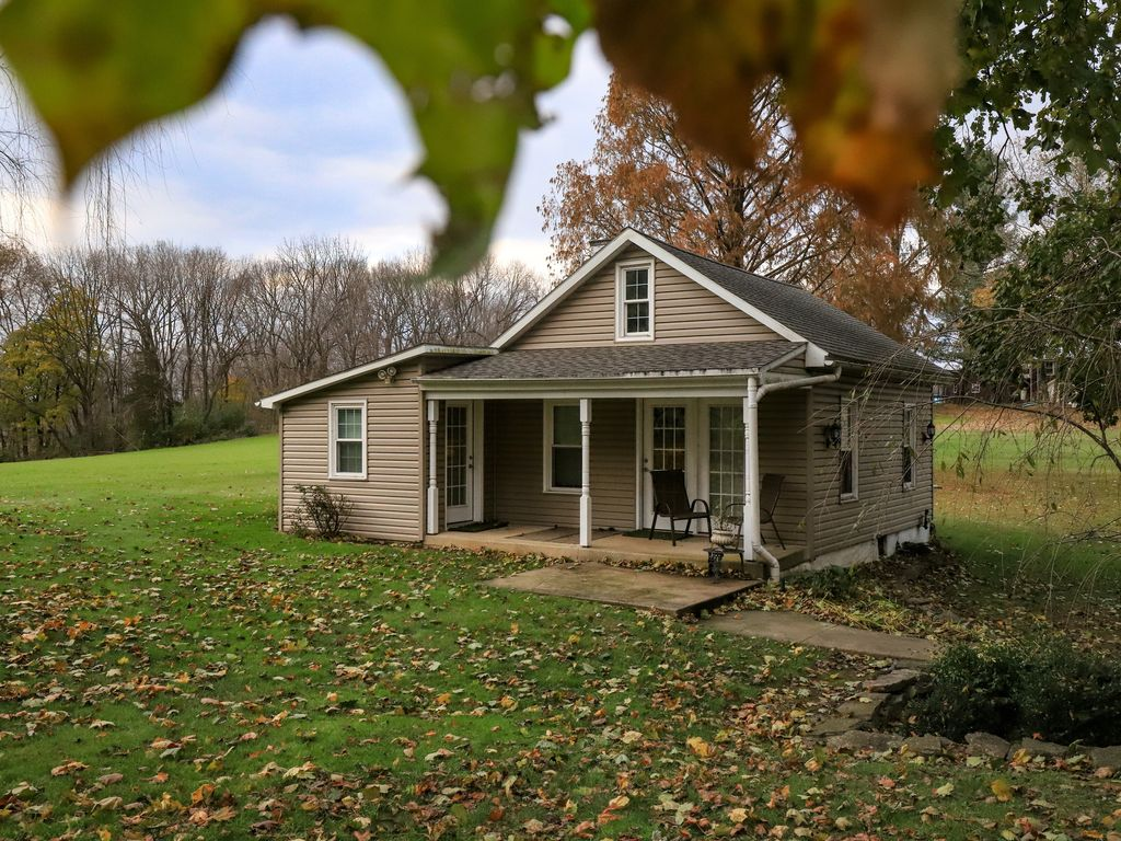 Scenic Country Cottage On 14 Pastoral Acres Next To