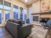 Gorgeous Townhome & Awesome Location