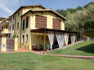 Photo for Typical restored Tuscan farmhouse with garden and swimming pool