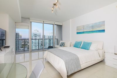 Modern Studio at Icon Brickell by Flashstay - Apartment for 3 people in  Miami - Downtown Miami