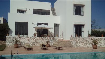 Photo for Bright villa with swimming pool 4 km from the magnificent golf Mogador 7 people