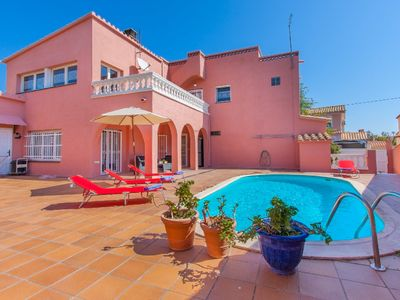 Photo for Empuriabrava Holiday Home, Sleeps 8 with Pool, Air Con and Free WiFi