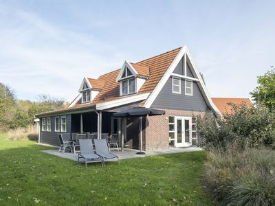 Photo for Luxury 10-person villa in the holiday park Landal Waterparc Veluwemeer - on the water/recreation lake