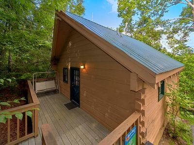 1 Bedroom Cabin Close to Downtown Gatlinburg, National Park and Arts & Crafts