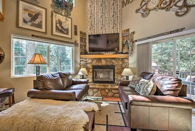 Groups of 6 will love the modern mountain decor in this 2-bed, 2-bath home.