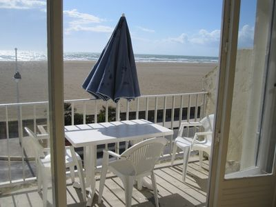 Photo for Leucate-Plage, on sea front: flat with two air-conditioned sleeping-rooms