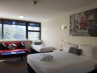 Very well positioned accommodations with a nice city view and overlooking Hyde Park. Charming hosts!