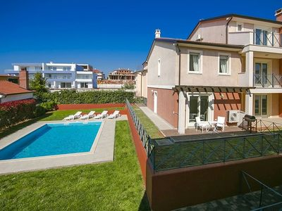 Photo for Comfortable and well maintained apartment in Novigrad, 900 m from the beach