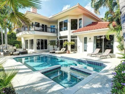 Photo for Luxury Vacation Retreat - Walk To the Beach! Pool & Hot Tub