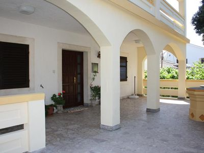 Photo for Three bedroom apartment with terrace Mandre (Pag)