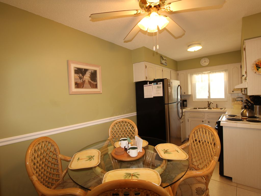 Waves 16 1 Bdrm Beautiful Condo Sleeps 4 Pool View Heated Pool BBQ WIFI OPEN FEB