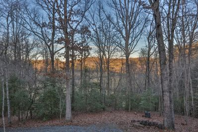 Leaf Me Here is your next stop for a relaxing getaway with over 500 ft  of  creek frontage  Non pet-f - Blue Ridge